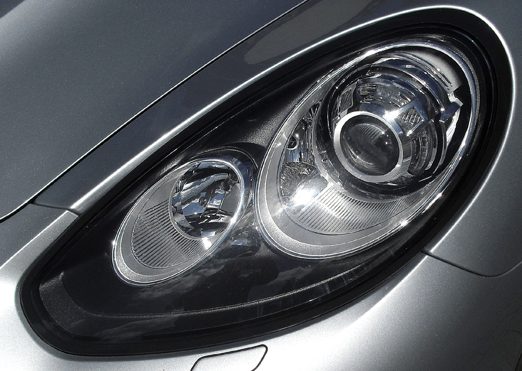 Porsche Panamera: Moderne Leuchteinheit vorn.
