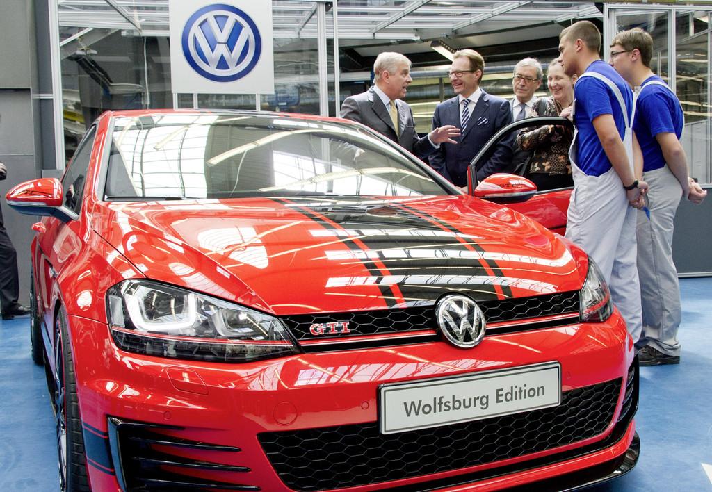 Prinz Andrew schaut bei VW vorbei