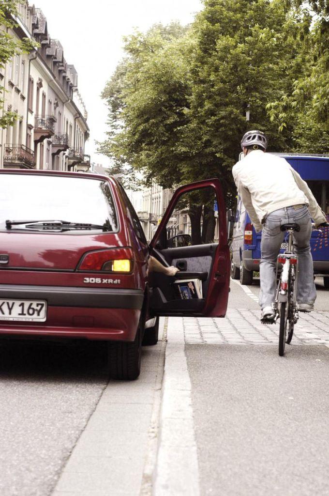 Radfahrer fürchten die offene Autotür