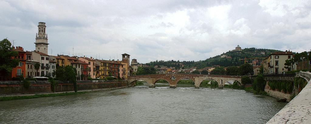 Romeos (Bronze-)Julia im nicht weit entfernten Verona.