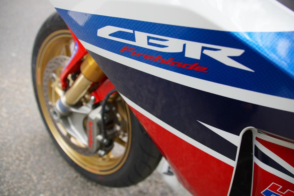 Seit 22 Jahren steht der Name _Fireblade_ bei Honda für käufliche Supersportler