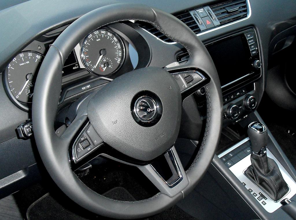 Skoda Octavia: Blick ins übersichtlich gestaltete Cockpit.
