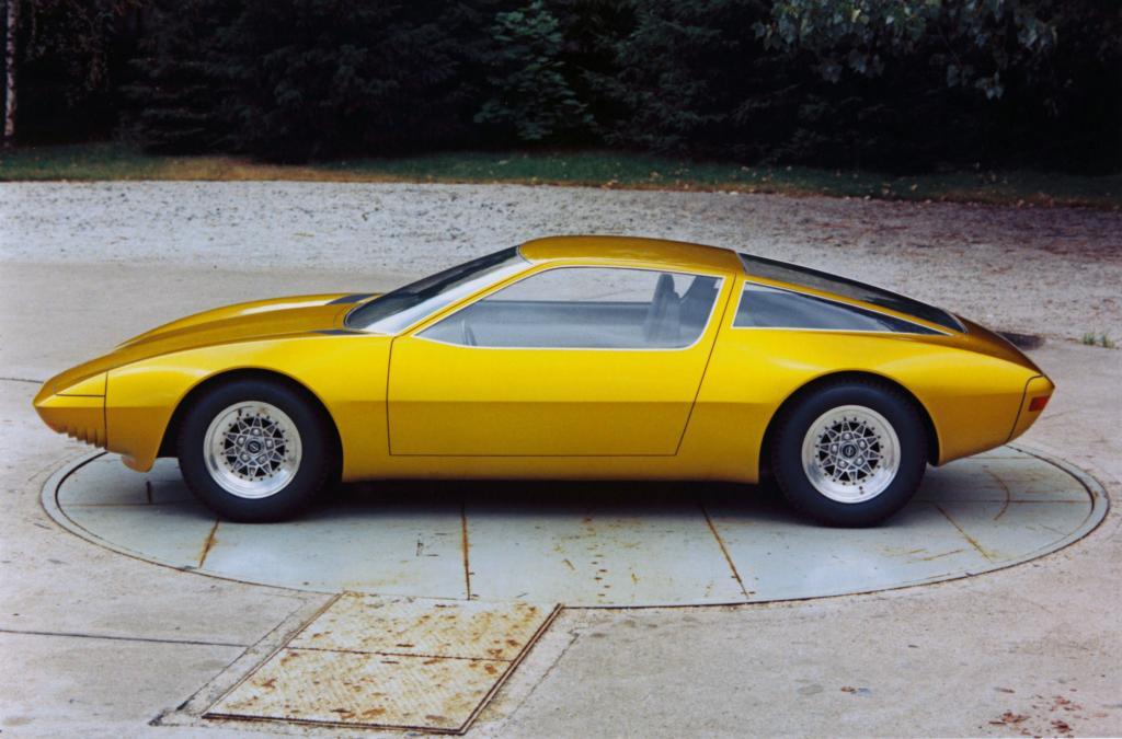 Studien wie der Opel CD mit einer nach vorne öffnenden Glaskuppel sorgten Anfang der siebziger Jahre für Aufsehen