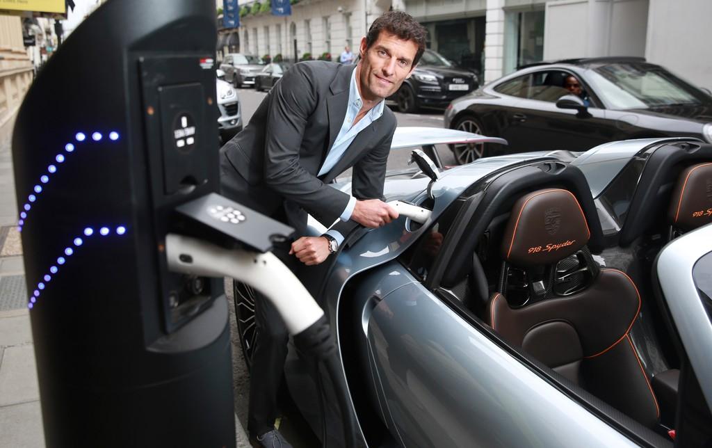 Tennisstars fahren im Porsche vor