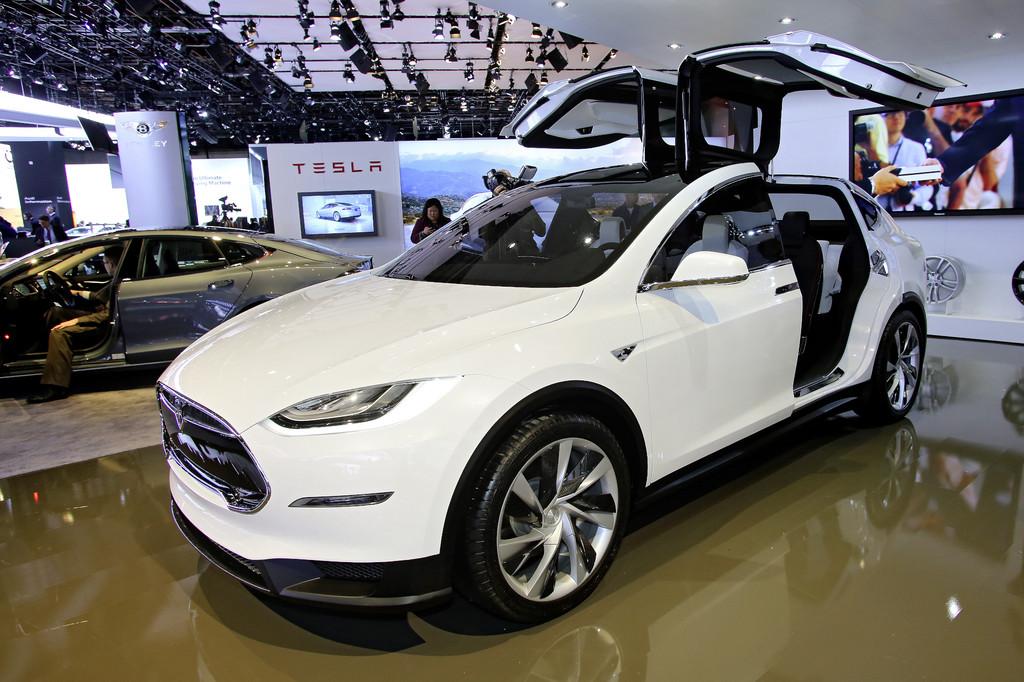 Tesla packt die Sonne in den Tank