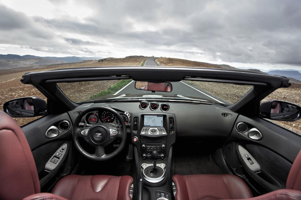 Viel hartes Plastik im Innenraum des Nissan 370Z Roadster.