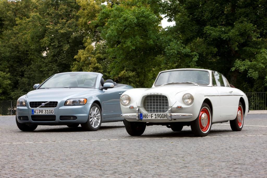 Volvo C70 2008 links und Volvo Sport P 1900 im Jahr 1956 rechts