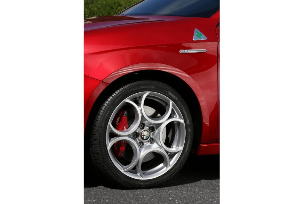 Wenn Alfa Romeo einem Auto sein Quadrifolgio Verde aufs Blech pappt, dann hat die Vernunft Pause und das Vergnügen kann beginnen