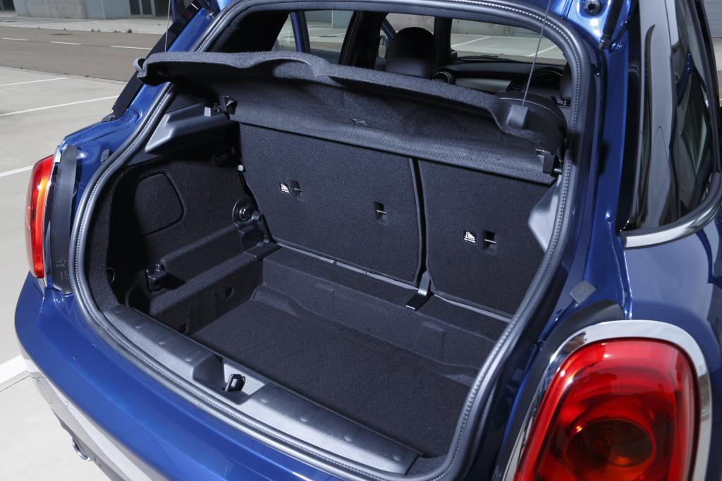 Zum anderen ist der Gepäckraum deutlich gewachsen, es haben nun 278 Liter Platz, 67 mehr als vorher