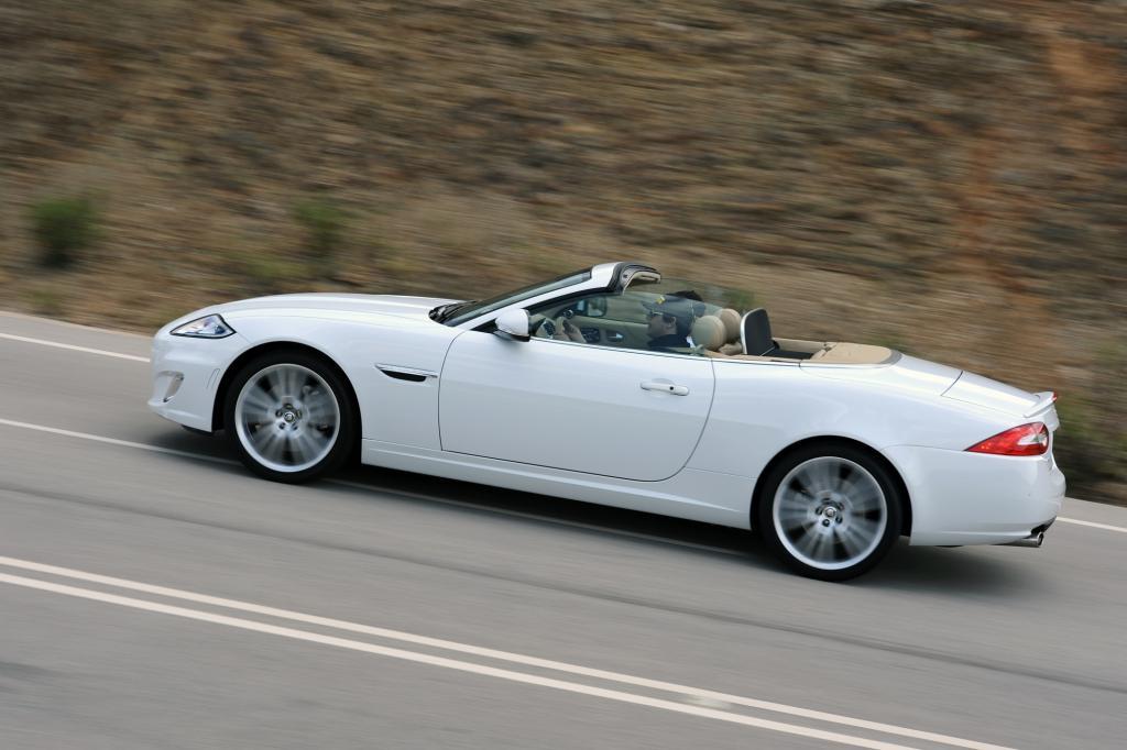 ; 107.580 Euro kostet das Cabriolet, womit es sich letztlich nur als besser ausgestattetes und limitiertes Serienmodell outet.