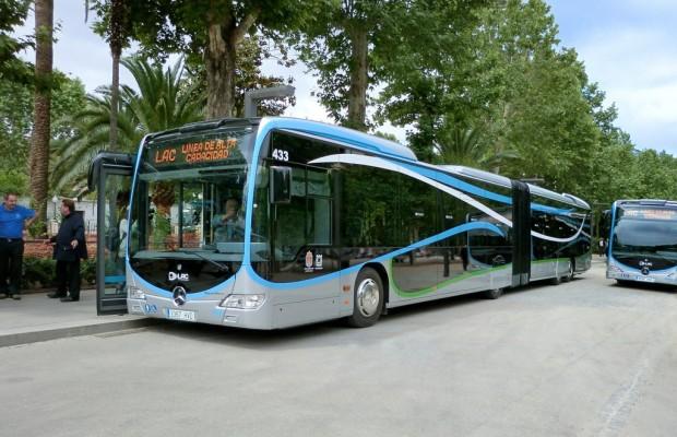 15 Mercedes-Benz Capacity beschleunigen den Busverkehr