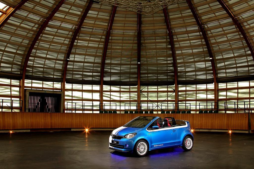 Als Basis stand der Kleinstwagen Citigo (VW Up) Pate, der allerdings sein Dach sowie die Rückbank verlor, dafür aber viel Licht, einen markanten Heckspoiler sowie eine überdurchschnittlich große Musikanlage erhielt.