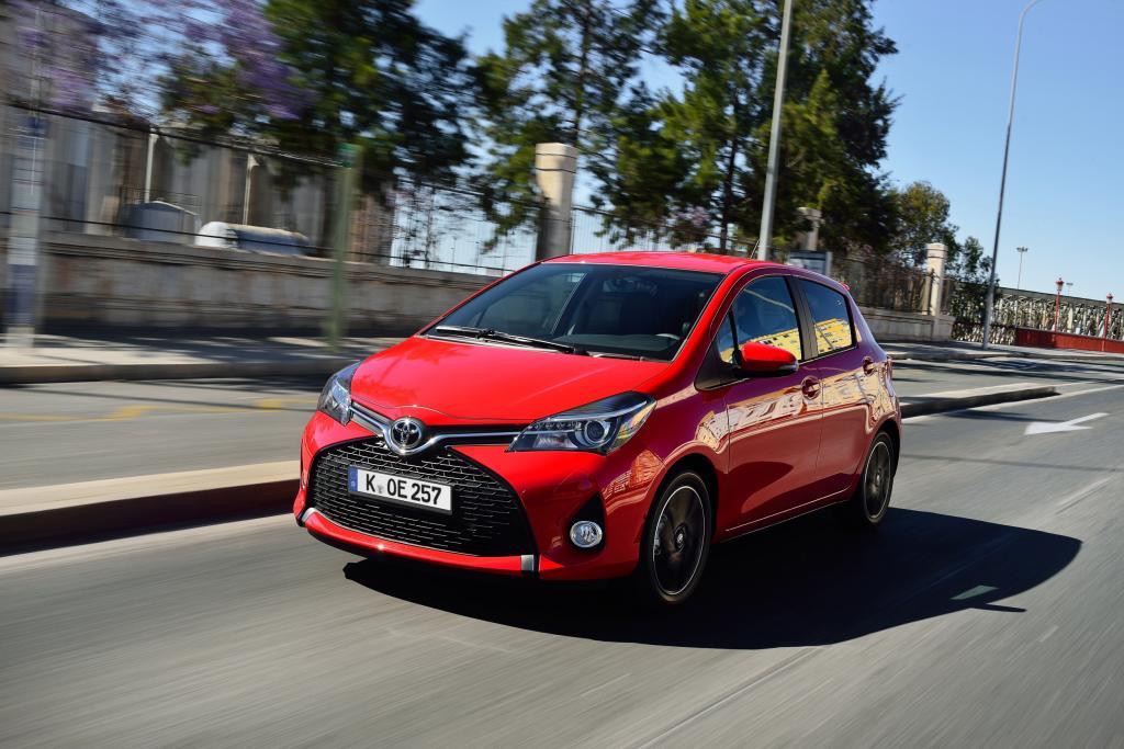 Als einziger mit Hybridantrieb erhältlicher Kleinwagen startet der Toyota Yaris in die zweite Hälfte des aktuellen Modellzyklus.