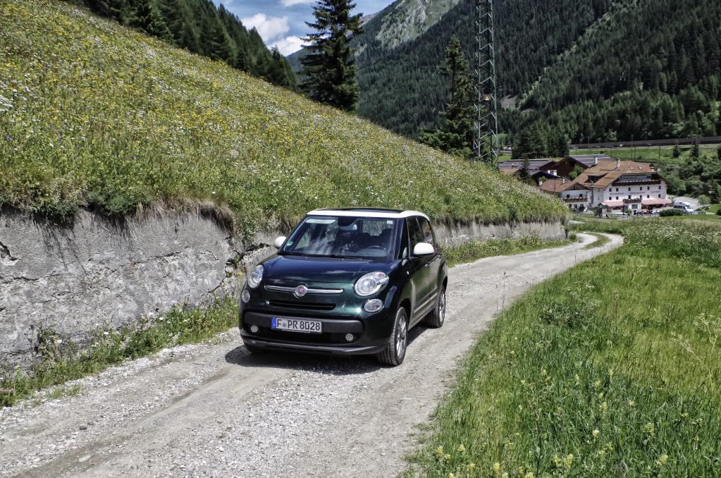 Also fahren wir über Land nach Verona; nachdem wir die Alpen hinter uns gelassen haben, wird die Gegend flach und grün