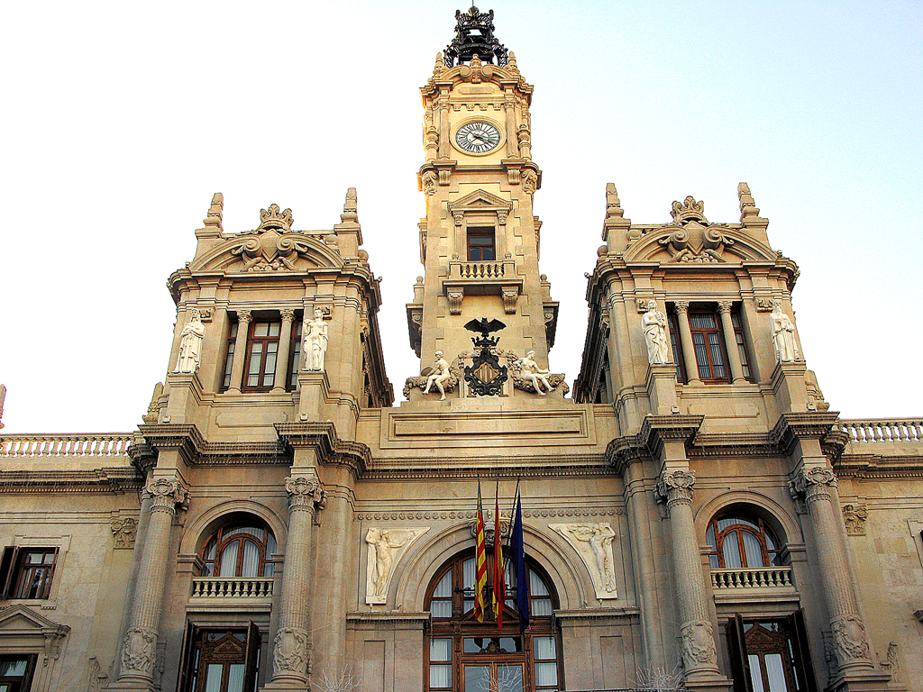 An historischen Gebäuden wie dem Rathaus herrscht in Valencia kein Mangel.