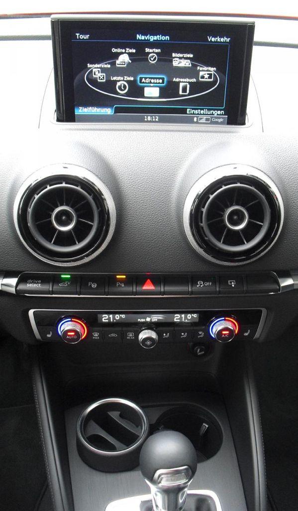 Audi A3 Sportback e-tron: Blick auf den mittleren Armaturenträger.