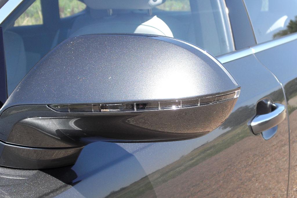 Audi A7 Sportback: In die Außenspiegel sind schmale Blinkleisten integriert.