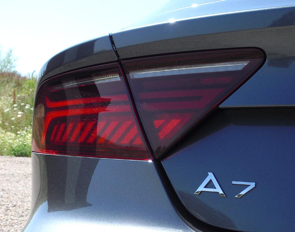 Audi A7 Sportback: Moderne Leuchteinheit hinten mit Modellkürzel.