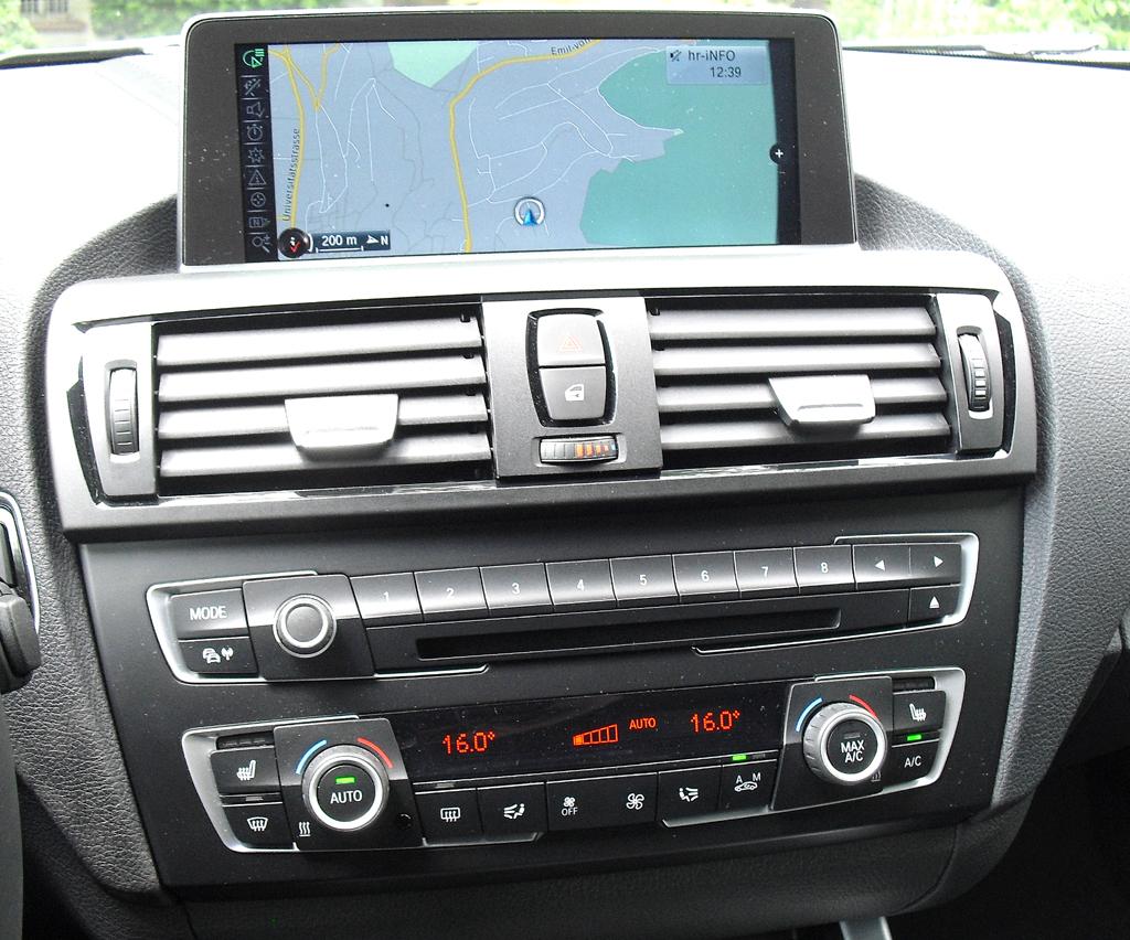 BMW 2er-Coupé: Blick auf den mittleren Armaturenträger.
