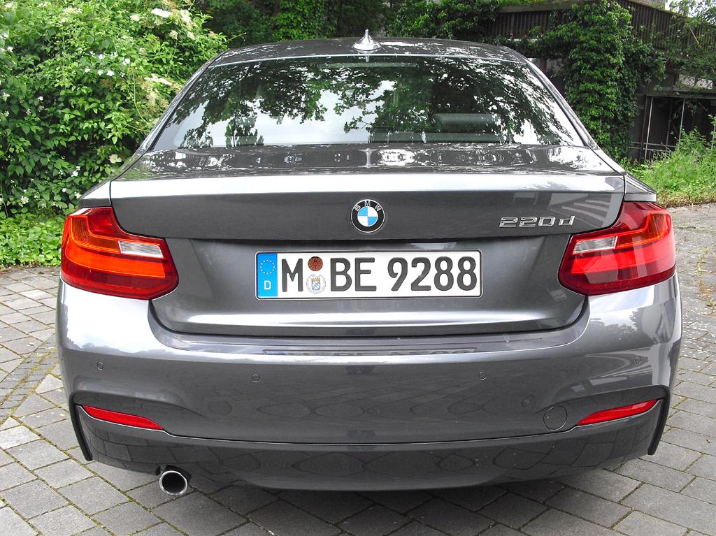 BMW 2er-Coupé: Blick auf die Heckpartie.