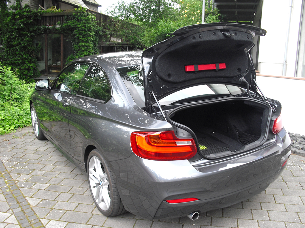 BMW 2er-Coupé: Das Gepäckabteil fasst 390 Liter, die Lehnen der Fondsitze sind umklappbar.