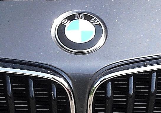 BMW 2er-Coupé: Das Markenlogo sitzt vorn über der Doppelniere.