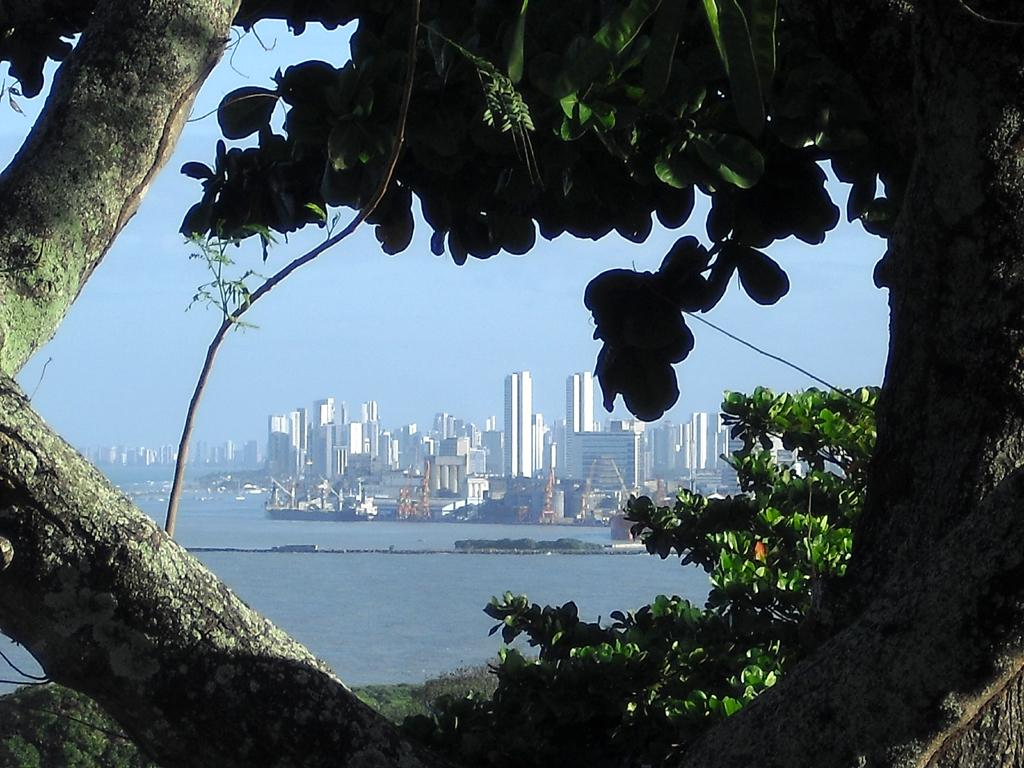Brasilianische Impressionen: Recife, gesehen von Olinda aus.