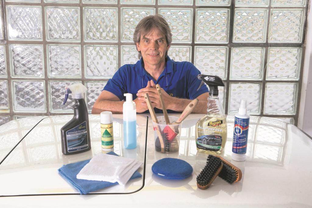 Christian Petzoldt rt bei der Wahl des Reinigers zu dem mildesten Produkt.