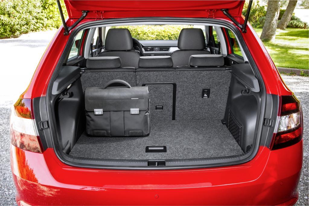 Der Gepäckraum ist mit 415 bis 1.380 Litern ein klein wenig größer als beim Konzernbruder mit den vier Buchstaben