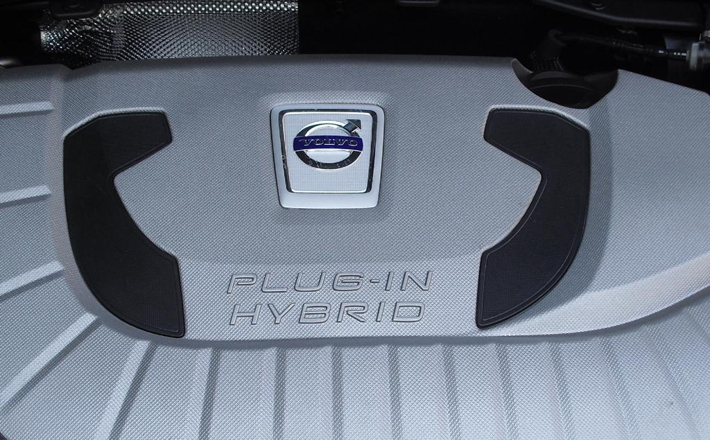 Der Hybridantriebsstrang im V60 basiert auf Verbrenner/Elektro-Doppelherzkraft.