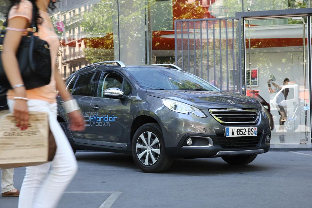 Der Peugeot 2008 soll nur rund zwei Liter Kraftstoff benötigen