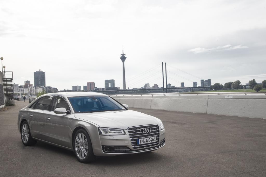 Der große Audi versteht sich von seiner gesamten Auslegung her als Fahrerauto