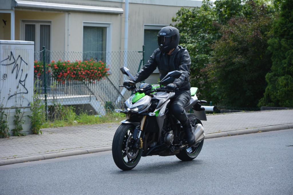 Die Kawasaki Z 1000 macht vor allem optisch einiges her, kombiniert einen tollen Motor mit einem sehr guten Fahrwerk und potenten Bremsen
