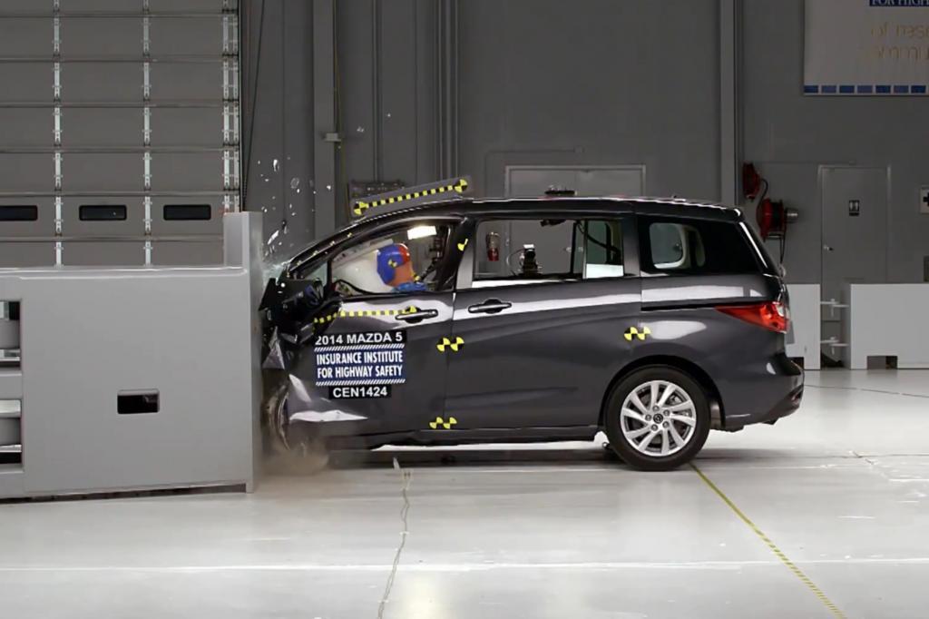 Die Prfer untersuchten den so genannten Frontalaufprall mit geringer berlappung, in diesem speziellen Unfallszenario werden die eigentlichen Crashstrukturen in der Fahrzeugfront, umgangssprachlich Knautschzone genannt, umgangen