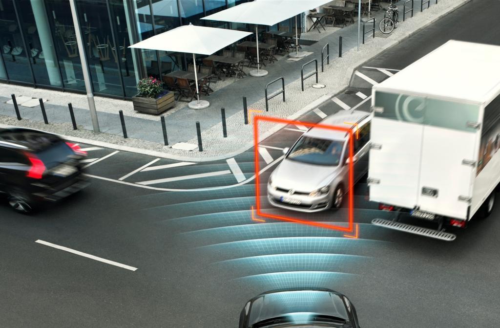 Die neue Generation des Oberklasse-SUV Volvo XC90 kommt mit zahlreichen neuen Sicherheitsmerkmalen auf den Markt, darunter ein Notbremsassistent für Kreuzungen