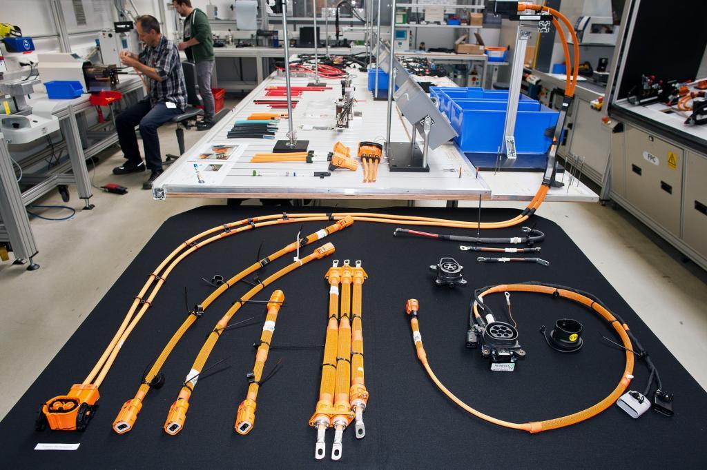 Entscheidend ist dabei Präzision und Genauigkeit, denn Korrekturen sind im Produktionsprozess von Hochvoltsystemen nicht mehr möglich.
