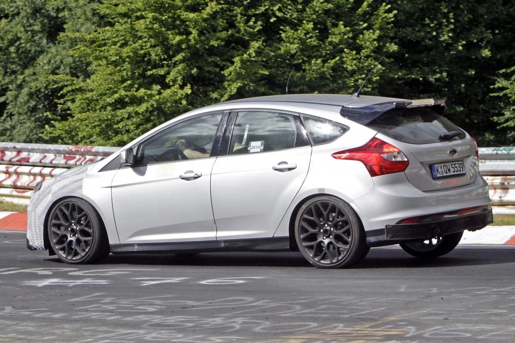 Erwischt: Erlkönig Ford Focus RS im Serientrimm