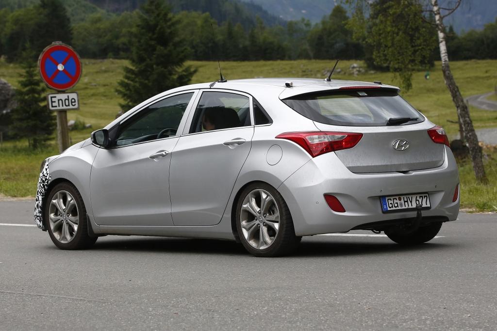 Erwischt: Erlkönig Hyundai i30 Facelift fast ungetarnt