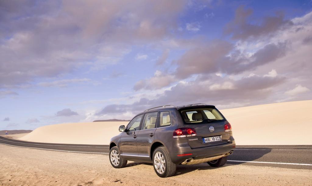 Für einen Mix aus SUV und Geländewagen tritt der Touareg, benannt nach einem afrikanischen Wüstenvolk, fast bescheiden auf, ein bisschen modisch-rundlich zwar, aber schlicht