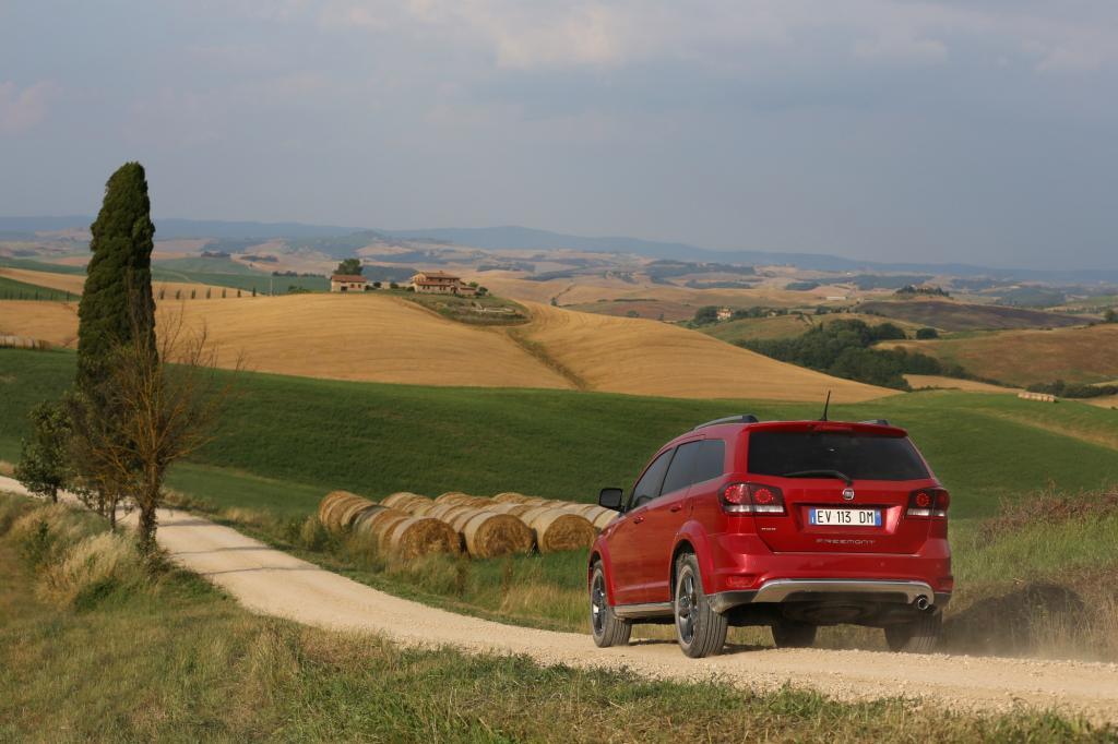 Fiat trägt dem SUV-Boom Rechnung und führt eine Cross-Version des Freemont ein.