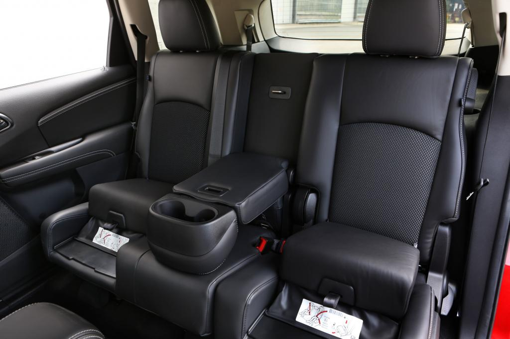Gemütliche Sitze und wahrhaft ausladende Platzverhältnisse lassen den Allrounder zum feinen Reisevehikel Avancieren.