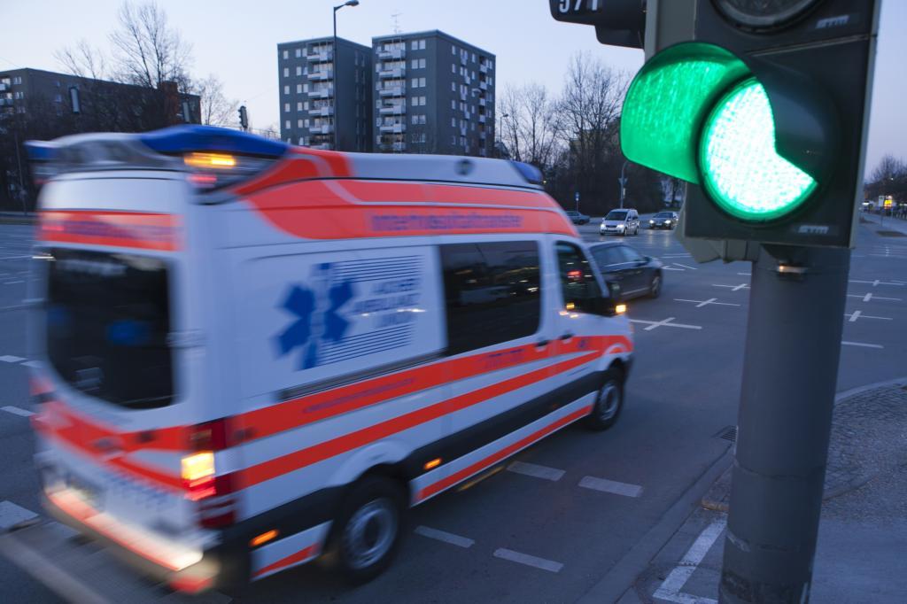 Heute sind Ampeln so intelligent, dass sie Rettungsfahrzeugen die Vorfahrt einräumen