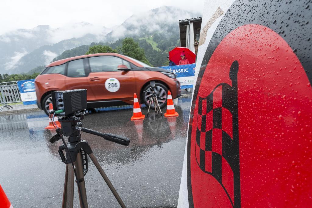 Immerhin waren gut 30 Fahrzeuge am Start, die durch Strom angetrieben werden - hier der BMW i3