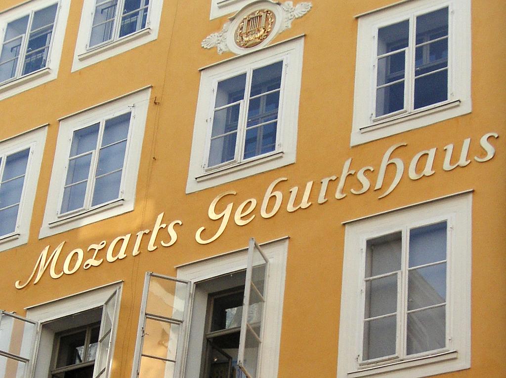 In der Getreidegasse: Mozart-Geburtshaus.