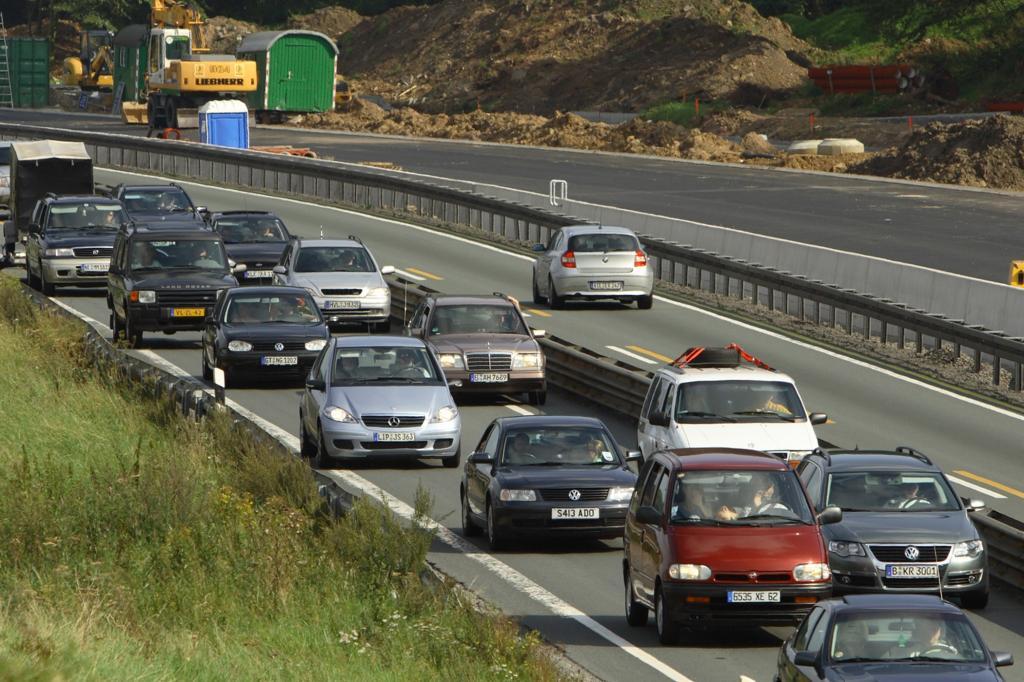 In vielen Autobahn-Baustellen drohen Bußgelder, denn die meisten Autos sind schlichtweg zu dick um dort auf der linken Spur zu fahren.