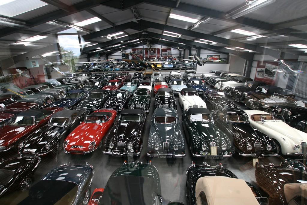 Jaguar Land Rover kauft 543 britische Klassiker