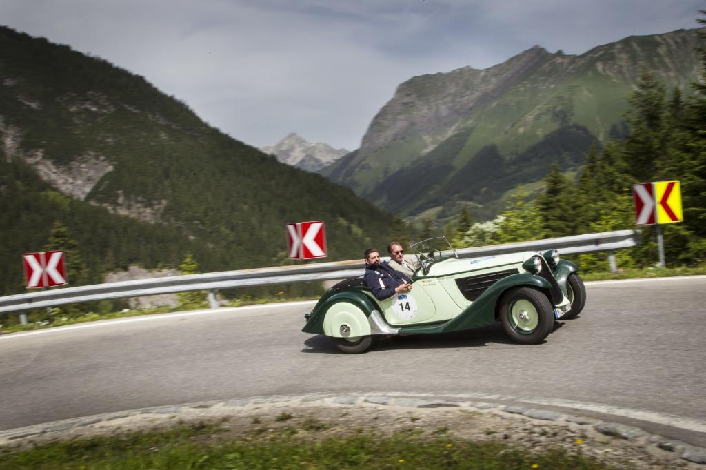 Kommen wir nun zu den technischen Daten des 3,9 Meter langen und 1,44 Meter breiten zweisitzigen Roadsters mit 55 PS.
