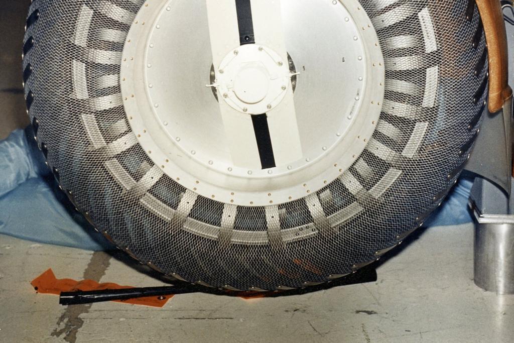 Luftgefüllte Reifen kommen für den Mond nicht in Frage