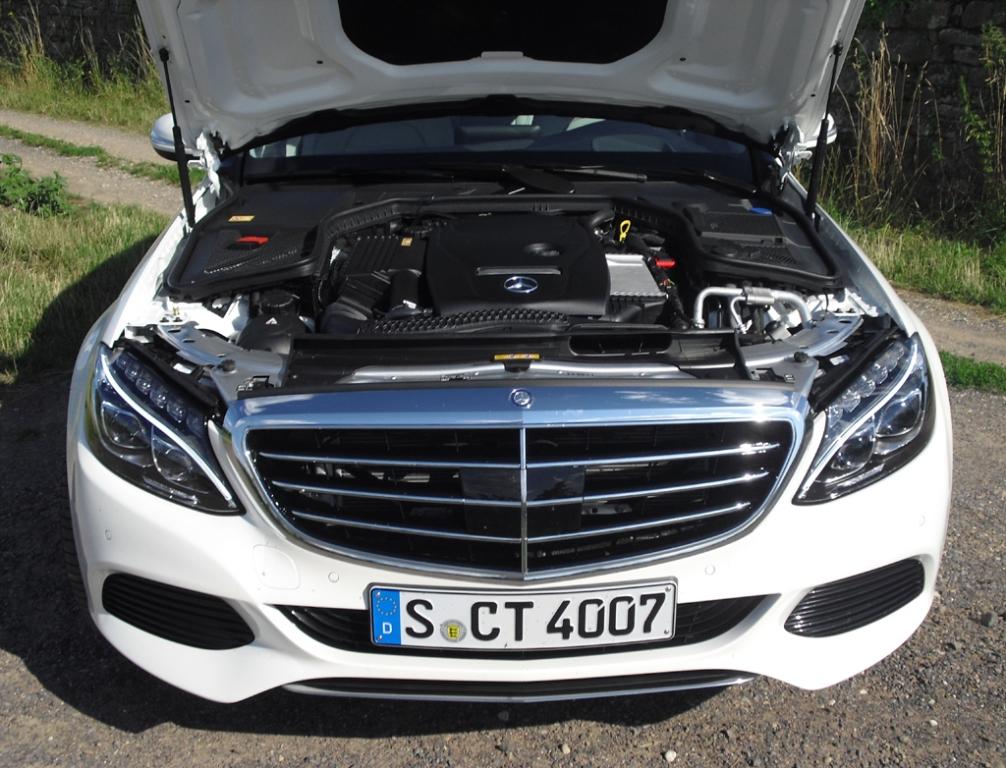 Mercedes C-Klasse T-Modell: Blick unter die Haube, hier beim vorerst stärksten Benziner C250.