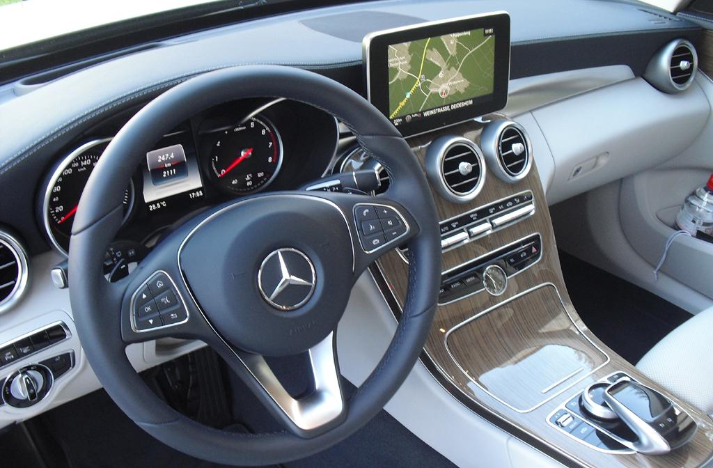 Mercedes C-Klasse T-Modell: Das Cockpit ist übersichtlich und modern gestaltet.
